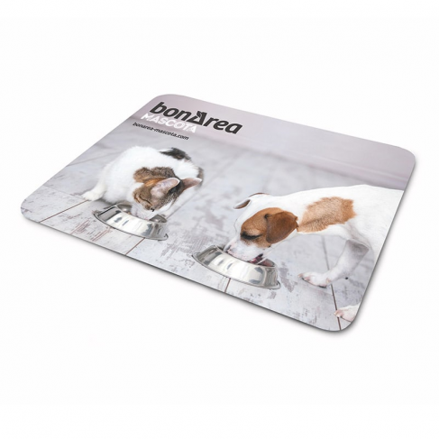 White plastic placemats